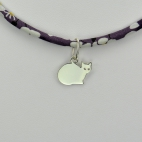 Chat sur collier Liberty