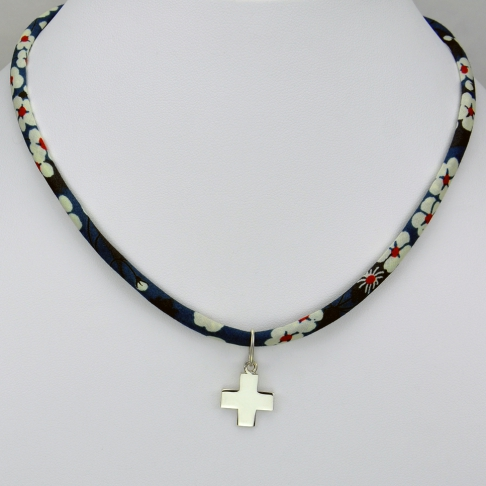 Pendentif Croix sur collier Liberty