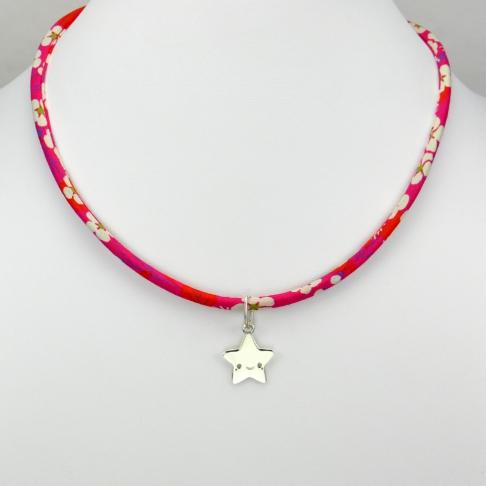 Etoile souriante  sur collier Liberty