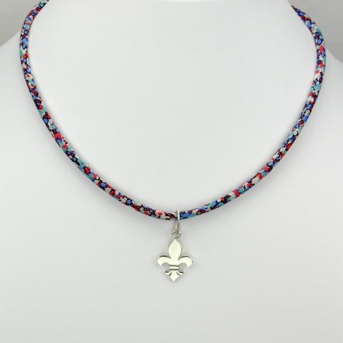 Fleur de lys sur collier Liberty