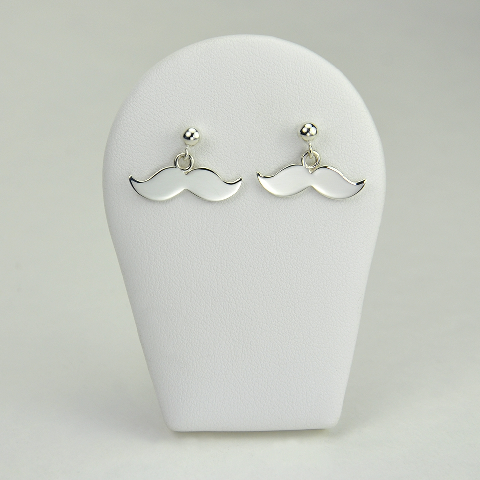 Moustaches en boucles d'oreilles