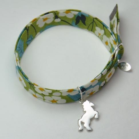 Petit cheval sur bracelet Liberty