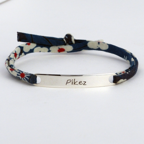 "Bracelet message ""Pikez"""