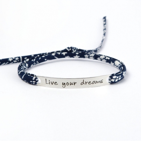 "Bracelet message ""Live your dreams"""